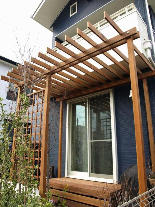 パーゴラは日除け効果もありますが、高さと存在感があり、お庭の雰囲気を一変させてくれます。