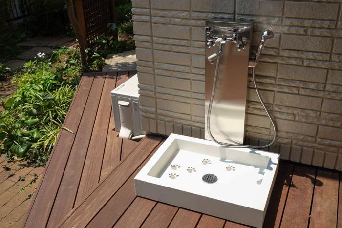 ワンちゃん用の温水シャワー付きの立水栓