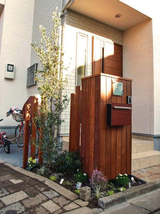 アイアンウッドで現場の形に合わせて作ったオリジナル門塀。