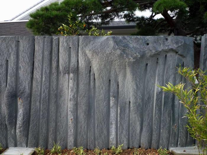 様々な石の背板のため、色や石肌も異なります。