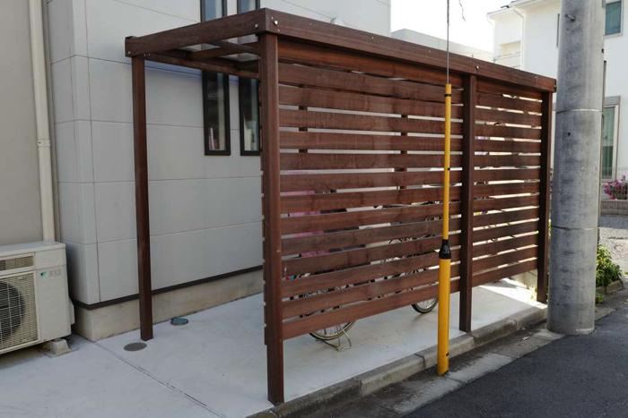 自転車を目線から隠せるフェンスも付けられます。