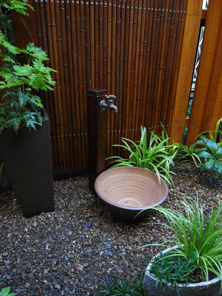 和風の雰囲気の立水栓